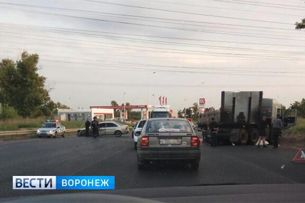 Двое детей пострадали вДТП легковушки и фургона под Воронежем