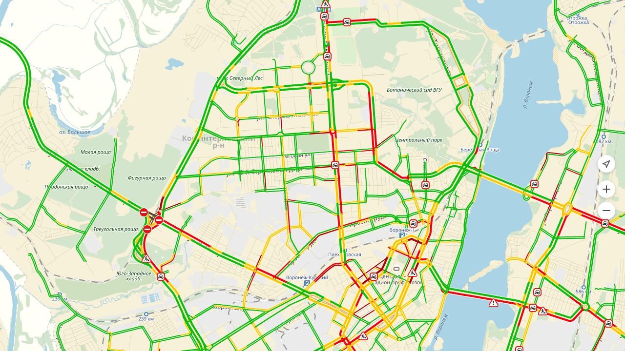 Воронеж вконце рабочей недели  вечером сковали 8-балльные пробки из-за дождя иаварий